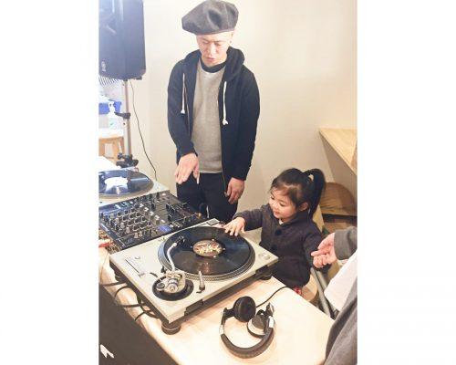 「DJ BAKU×COMA-CHI DJ+RAP教室」キッズ向けDJ体験+RAPで音楽遊び!写真