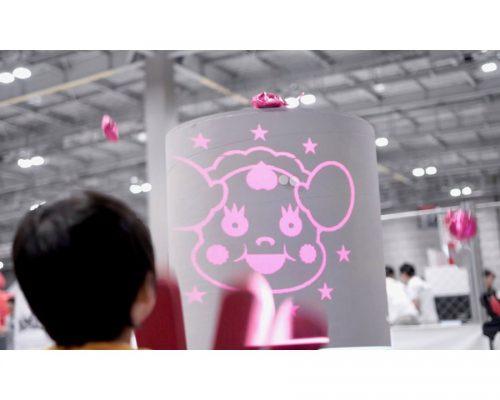 みらいの「子どもと遊ぶロボット、バブバブちゃんロボ」とコミュニケーション!写真