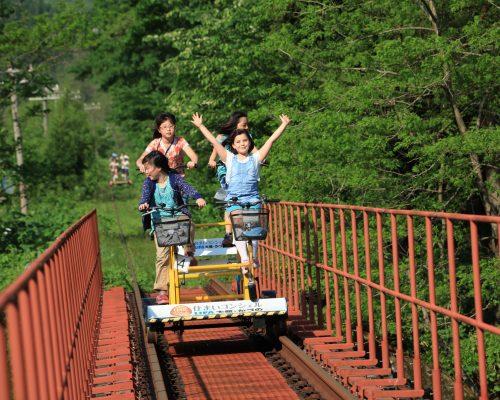 JR東日本の親子旅ブランド「フレテミーナ」をバーチャル映像で体験!駅長制服体験やガチャガチャも★写真