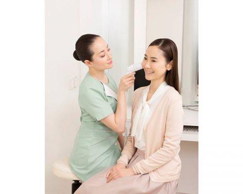 スキンチェッカーを使用した無料お肌チェック体験(薬用化粧品サンプル付き)写真